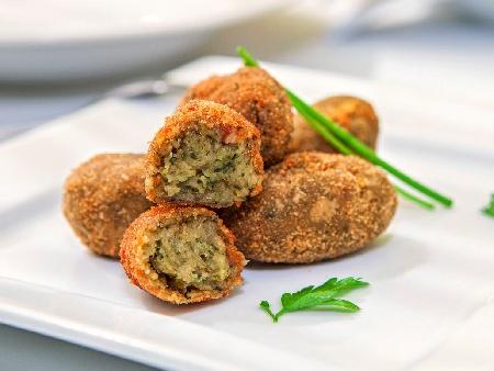 Картофени крокети (кюфтета) със спанак и синьо сирене пържени на маслена баня - снимка на рецептата